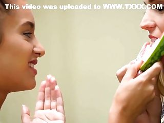 Sexy Uma Jolie Invading Ryan Ryans' Sugary-sweet Muff In The Kitchen