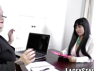 Laceystarr - Biz Gilf Tongue Examines Youthful Muff