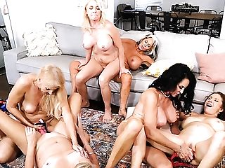 Hot Group Lezzy Grannies
